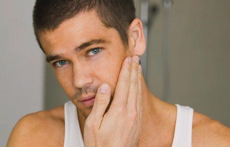 El after shave regenera e hidrata la piel