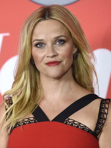 Reese Witherspoon con melena suelta y labios rojos