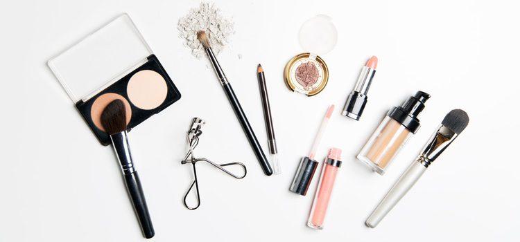 Una vez que tengas limpio el rostro puedes aplicarte la base de maquillaje