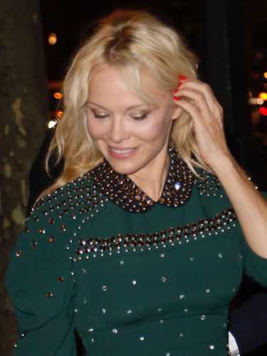Pamela Anderson necesita ir al tinte