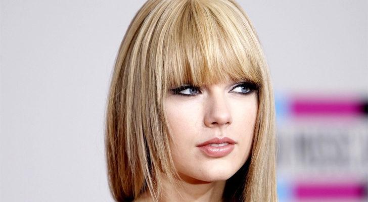 Taylor Swift, con el pelo alisado