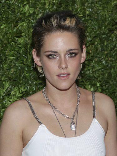 Kristen Stewart con pixie short y ojos ahumados