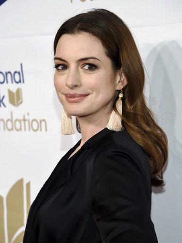 Anne Hathaway con un rostro natural