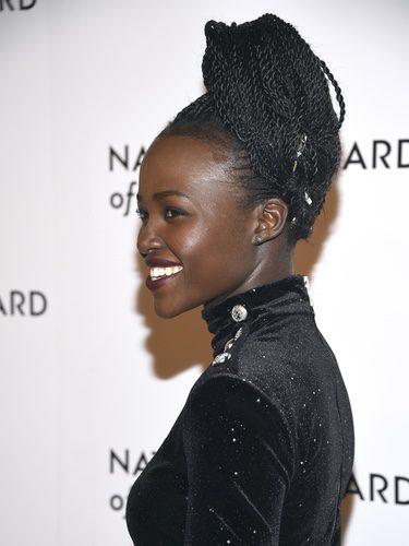 Lupita Nyong'o con trenzas africanas