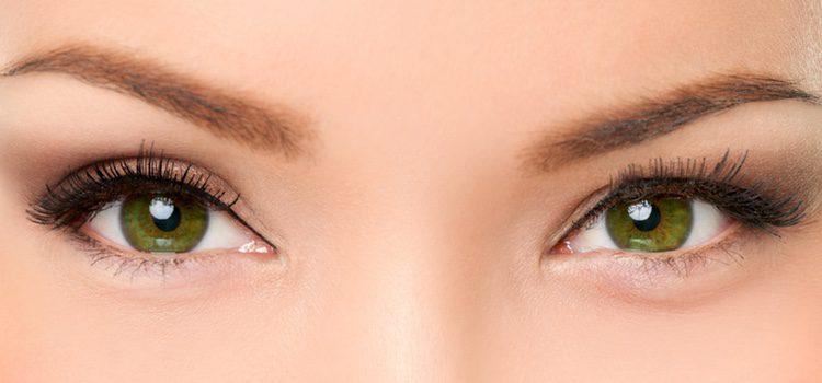 La mayor parte de la gente suele tener los ojos almendrados