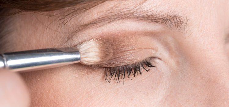 Es aconsejable no echar maquillaje directamente sobre el orzuelo