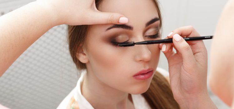 En caso de ser una cita por el día escoge colores naturales para tu maquillaje