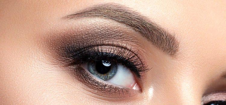 El tinte de cejas ayuda a mantener un maquillaje perfecto