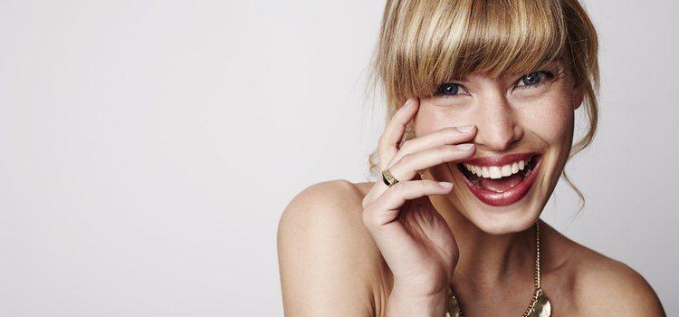A la hora de maquillarte, es aconsejable dejar el flequillo en su sitio