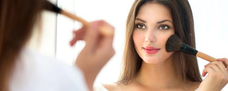 Lo primero que hay que hacer antes de maquillarse el limpiar bien el rostro