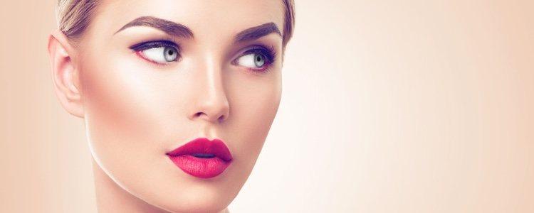 Los labios de colores más impactantes como el rosa fucsia o rojo son ideales para este tipo de rostros