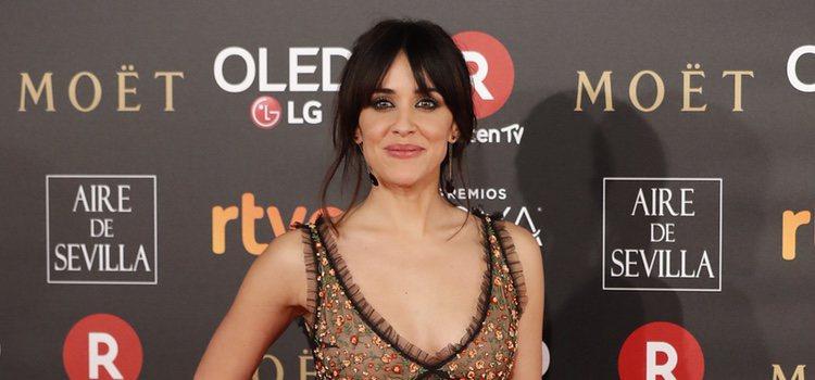 Macarena García muy fan del flequillo abierto, en la gala de Los Goya 2018