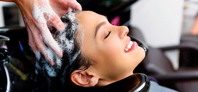 El cuidado del cabello debe empezar en la peluquería y continuar en casa con cuidados específicos para el color del mismo