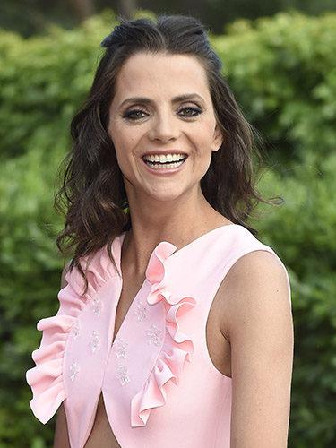 Macarena Gómez, con semirrecogido