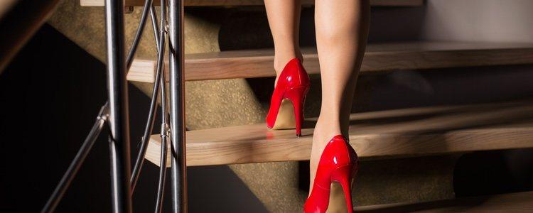 Maquillar las piernas es una buena solución para nocultar las imperfecciones