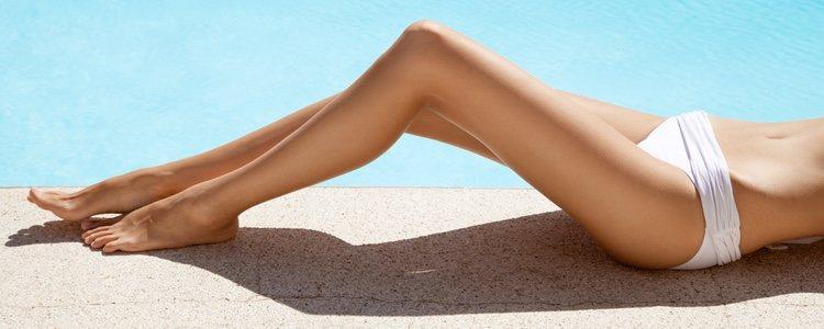 Para cubrir el tono blanquicino de la piel lo mejor es utilizar un autobronceador