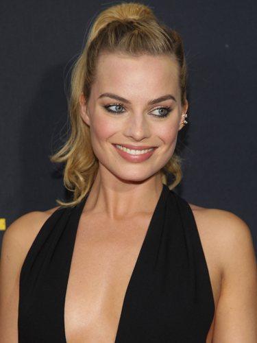 Margot Robbie luce una coleta alta