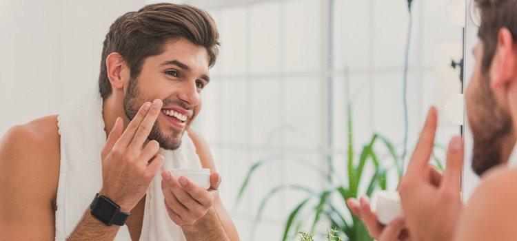 Los hombres suelen descuidar su rostro, pero hidratarlo hará que se sientan mejor consigo mismos
