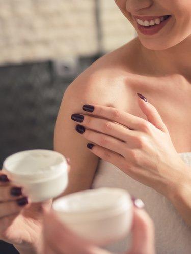 Para cuidar la piel mixta es recomendable darse baños de agua fría o tibia