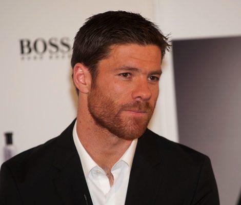 Xabi Alonso en traje para Hugo Boss