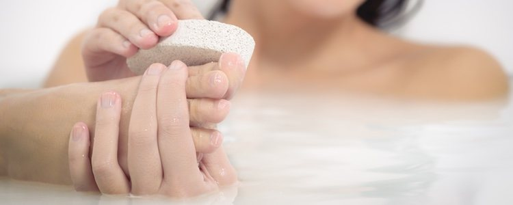 Es recomendable usarla con los pies enjabonados