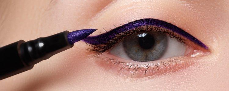 Si tienes los ojos pequeños debes hacerte una fina línea de eyeliner