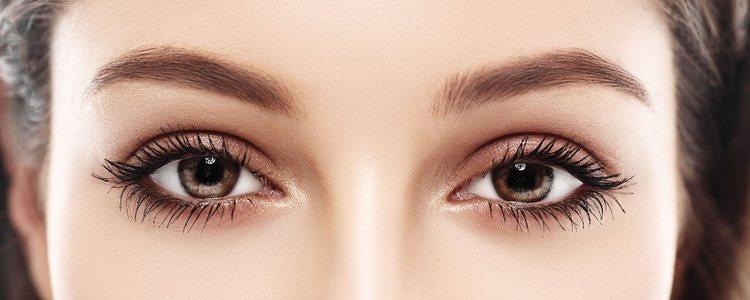 Hidratar la zona de los ojos antes de maquillarlos es fundamental