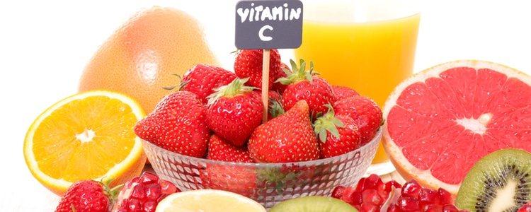 Al tener vitamina C previene las líneas de expresión