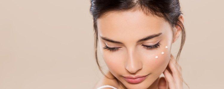 Si usamos cremas con vitamina C y consumimos productos con vitamina C aumentaremos su efecto
