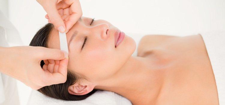 Existen centros especializados que asesoran sobre que tipo de ceja va mejor con nuestro rostro