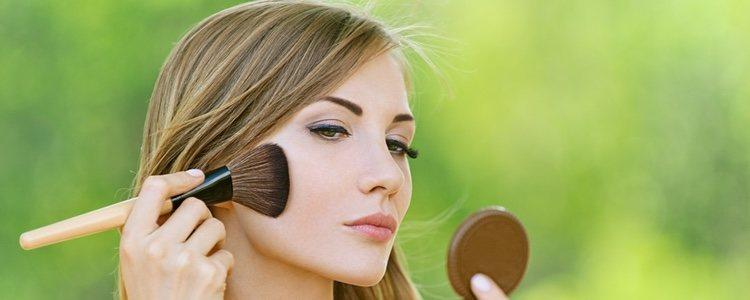 Las brochas y las esponjas nos ayudaran a expandir el maquillaje y eliminar los excesos