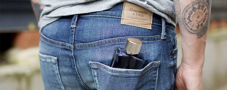 Foto promocional del nuevo perfume de Abercrombie & Fitch