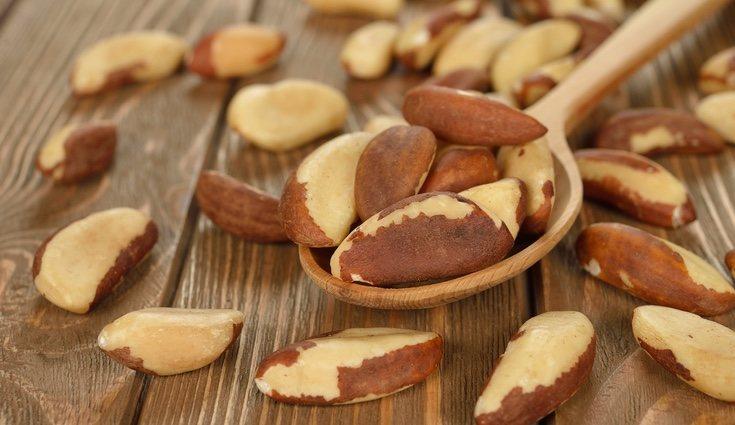 Podemos encontrar magnesio en alimentos como las nueces de Brasil