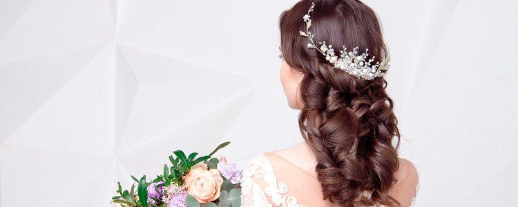 La elección de la tiara es tan importante como los accesorios secundarios