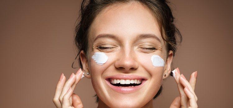 Las cremas con vitamina C hacen que las pequeñas arrugas vayan desapareciendo