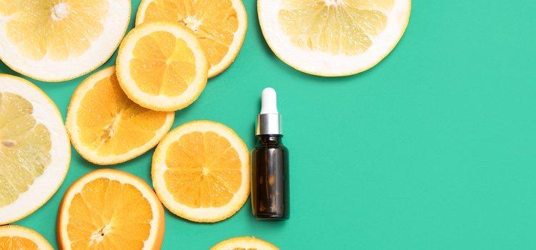 La vitamina C actúa como barrera entre los agentes externos y la piel
