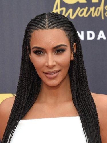 Kim Kardashian sorprende con su peinado de trenzas en los MTV Movie & TV Awards 2018