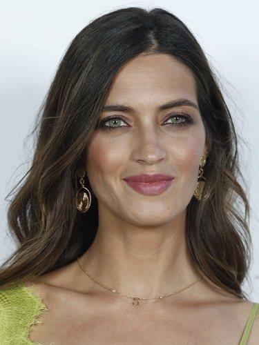 Sara Carbonero con un make up en tonos anaranjados en los premios Elle Gourmet