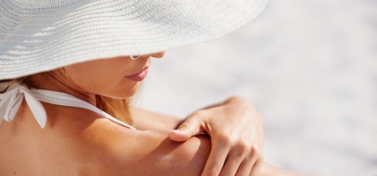 La exposición excesiva del sol es una de las principales causas por las que la piel se mancha