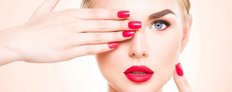 Fundamental usar una base de nuestro mismo tono de piel para evitar cortes