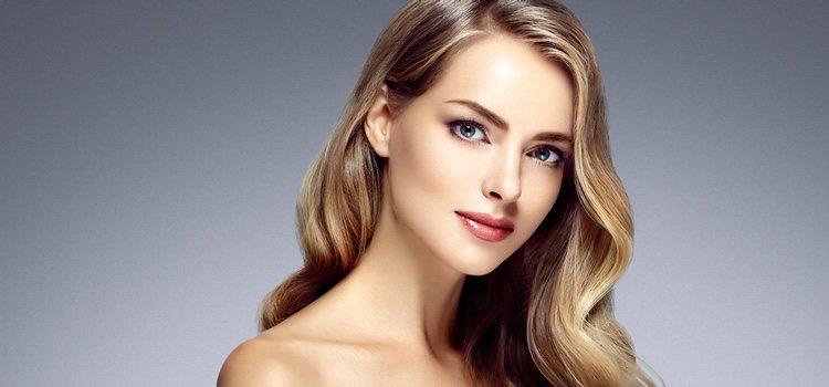 Los tonos claros ayudan a un maquillaje natural