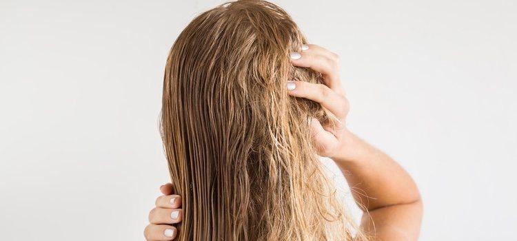 Con la exposición del sol y el agua del mar el cabello se estropea mucho más