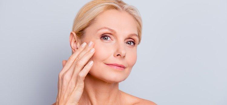 Aplicar frío en las zonas en las que tenemos líneas de expresión ayuda a tensar más la piel