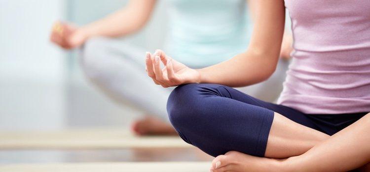Practicar yoga y técnicas de relajación ayudan a solventar el problema