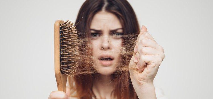 La alopecia en mujeres no es tan común como en los hombres