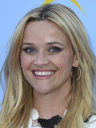 Reese Witherspoon con una melena capeada con ondas naturales