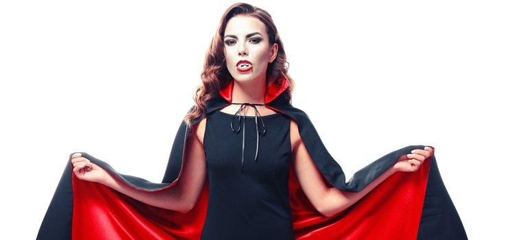 Existen muchos estilismos con los que podrás disfrazarte de vampiro y es importante elegir el que resulte más cómodo