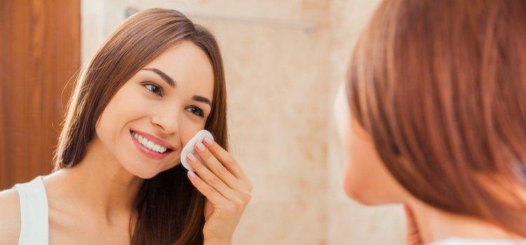 La limpieza de la cara es fundamental antes de comenzar a preparar tu rostro para Halloween