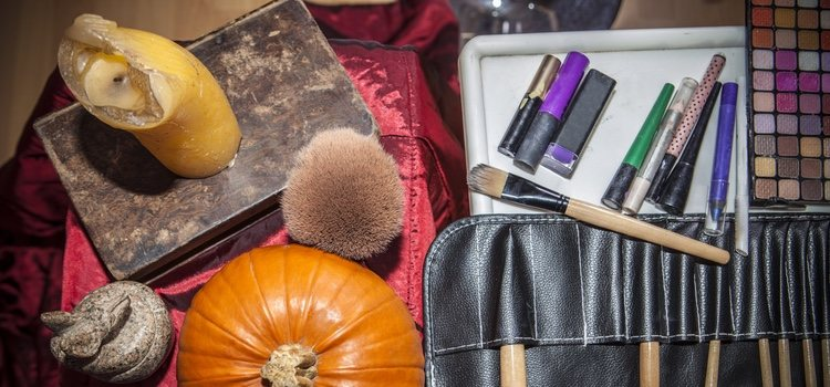 Es importante saber qué tipo de maquillaje nos estamos aplicando pues podrá repercutir en nuestra piel