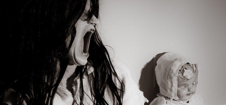 La historia de La Niña del Exorcista continúa siendo hoy en día un gran miedo para muchos, de ahí el éxito del disfraz